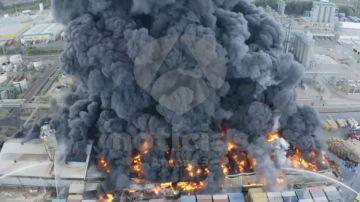 Imágenes en exclusiva del incendio en una planta química de San Roque