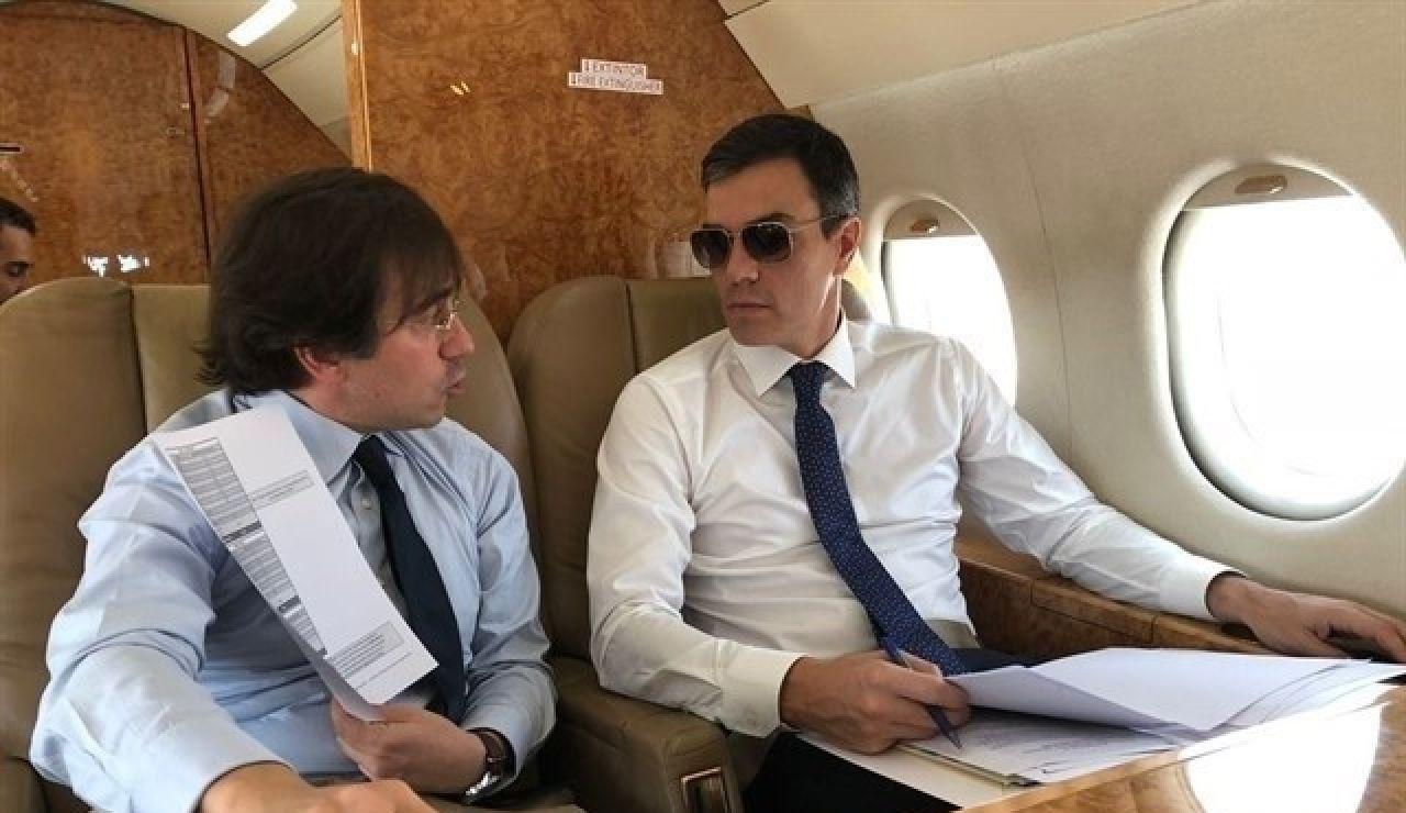 Pedro Sánchez en el avión Falcon (Archivo)