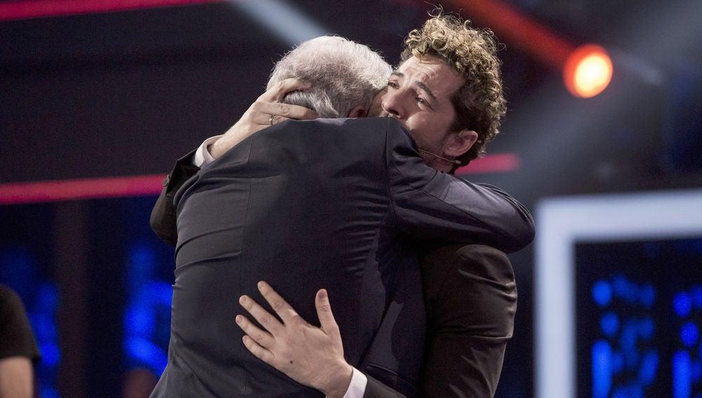 Final La Voz Senior: David Bisbal rompe a llorar al ver su sueño hecho realidad en la vida de Juan Mena