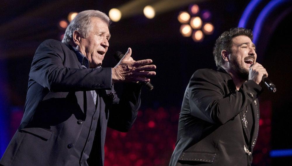 Antonio Orozco y Juan Mena cantan 'Devuélveme la vida' en la Gran Final de 'La Voz Senior'