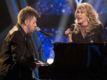 Pablo López y Helena Bianco cantan 'El camino' en la Gran Final de 'La Voz Senior'