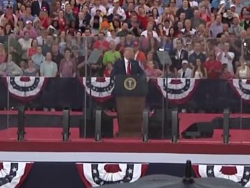 Trump promete que EE.UU. colocará  su bandera en la Luna y en Marte