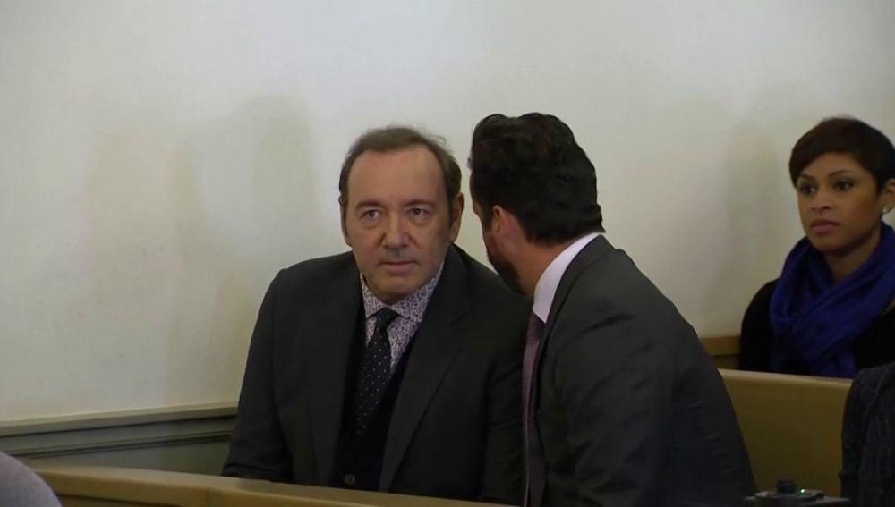 El joven que había acusado a Kevin Spacey de agresión sexual retira los cargos