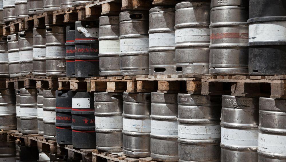 Cientos de barriles de cerveza