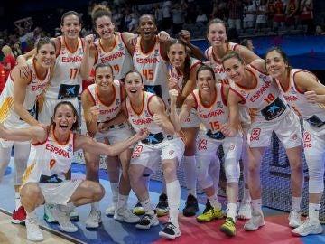 La selección española celebrando el pase a la final