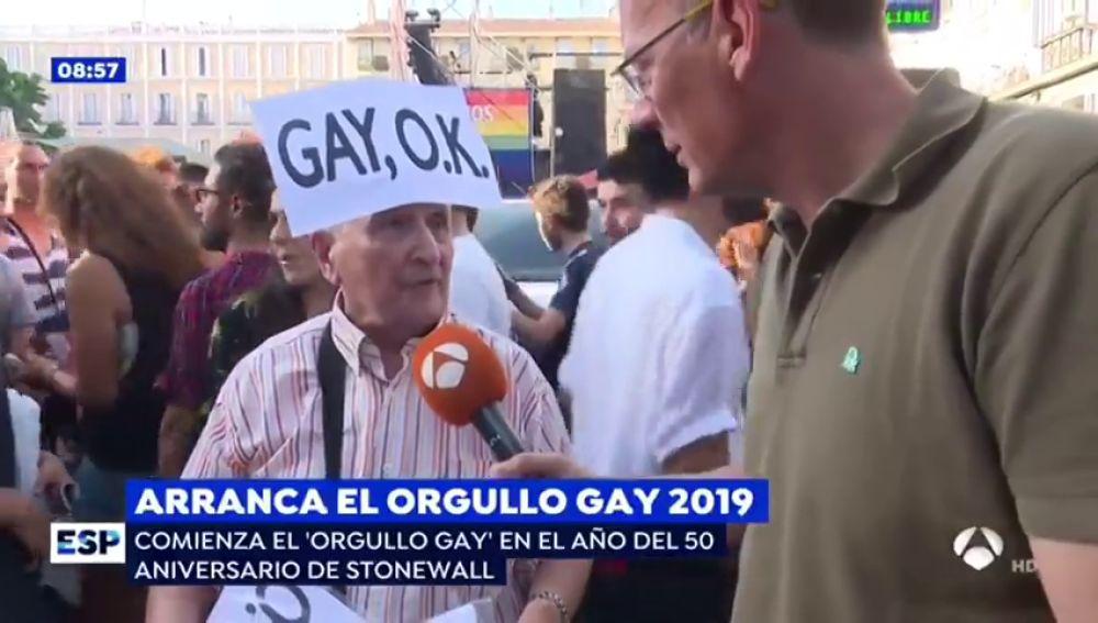 """La llamativa respuesta de un 'demógrafo' a un periodista de Espejo Público en el Orgullo Gay de Madrid: """"Los gays y las lesbianas perfeccionan el medioambiente al no procrear más gente"""""""