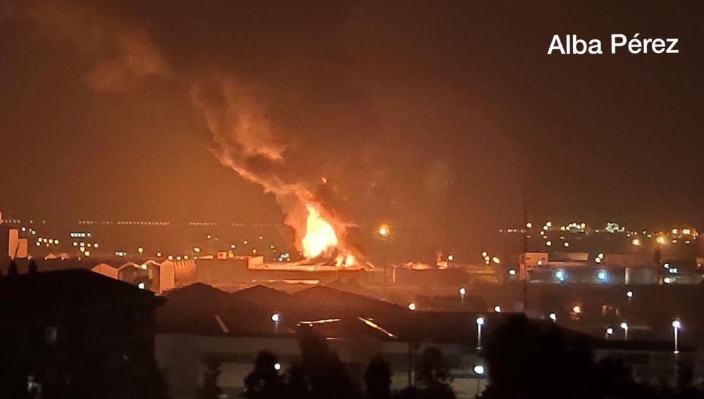 Imagen del incendio en la planta química de Tarragona