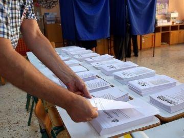 Papeletas de un colegio electoral en las elecciones anticipadas en Grecia