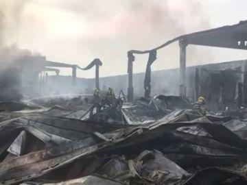 Así de desolador ha quedado Tarragona tras el incendio en la fábrica