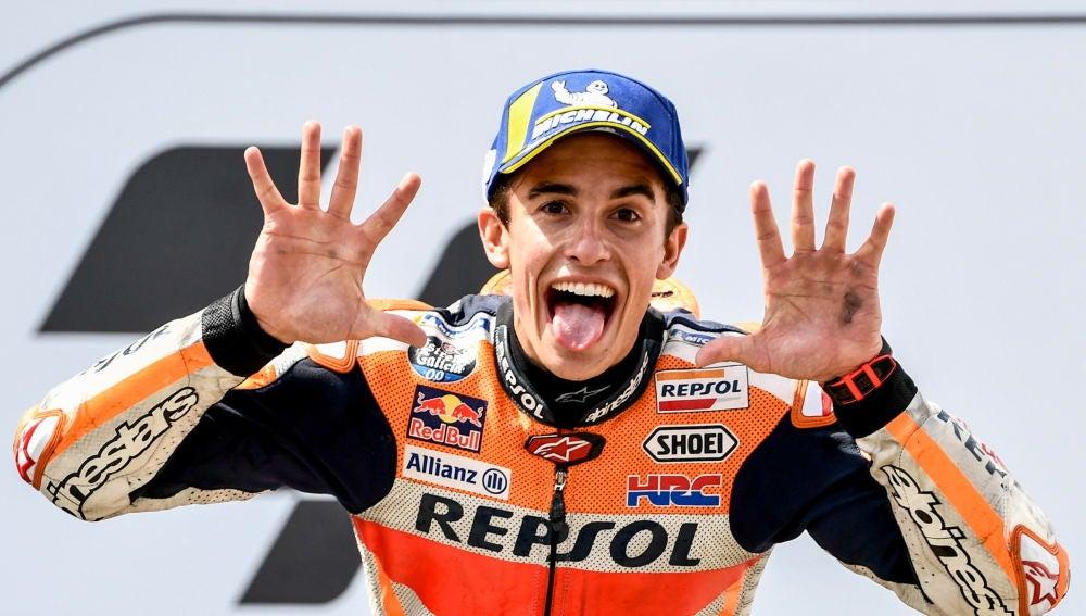 Marc Márquez celebrando su décima victoria consecutiva en el GP de Alemania