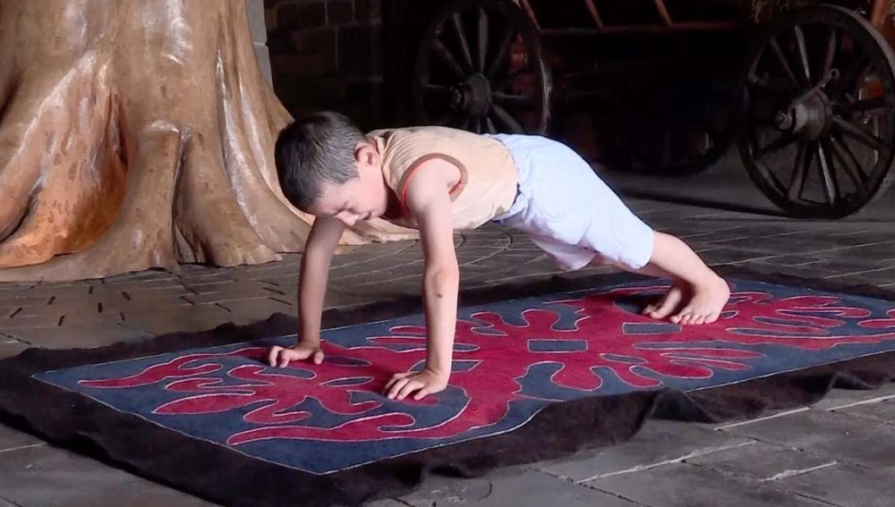 Niño de seis años bate el récord de flexiones