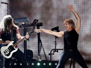 Madrid exalta la cara más ochentera de Bon Jovi