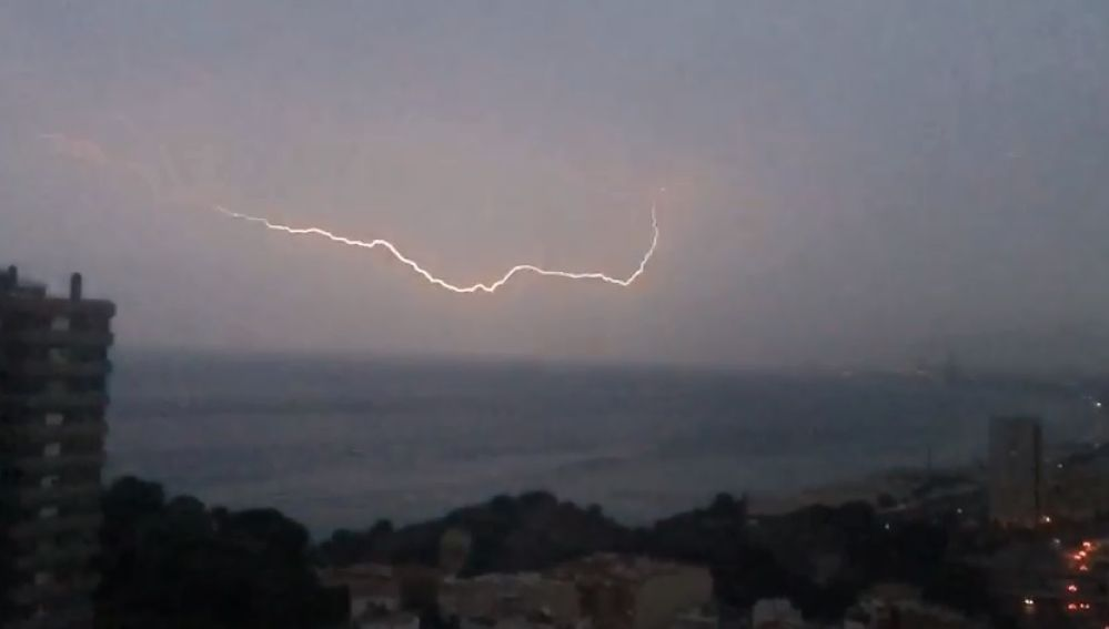Tormenta eléctrica en la playa de Montgat, Barcelona