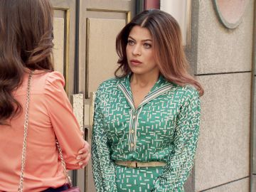 Nuria se despide de la Plaza de los Frutos mediando entre Ignacio y María