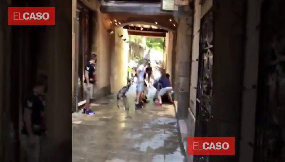 Se buscan a seis jóvenes que propinaron una paliza a una pareja de japoneses en Barcelona