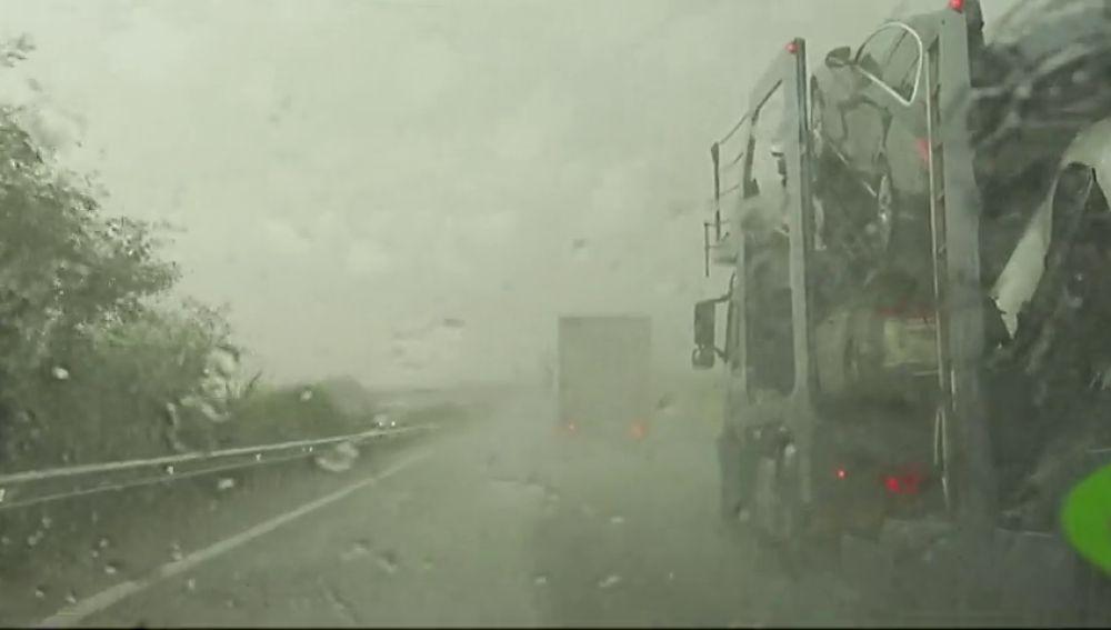 Alertas por tormentas y granizo en media España