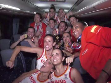 Así ha sido la celebración por todo lo alto de la Selección Española al grito de 'campeonas, campeonas'