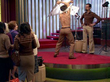Jesús se ve forzado a estrenarse como stripper