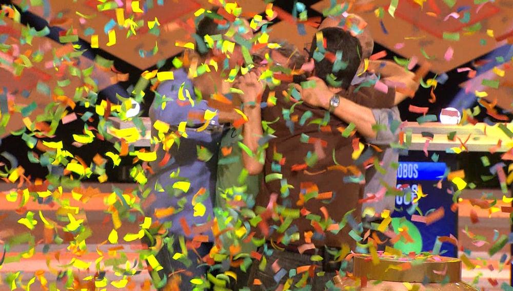 Felicidad de 'Los Lobos' al llevarse el ansiado bote de '¡Boom!'