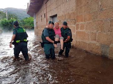 Rescatan a dos personas en Galicia
