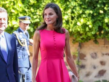 La Reina Letizia con un deslumbrante vestido rosa