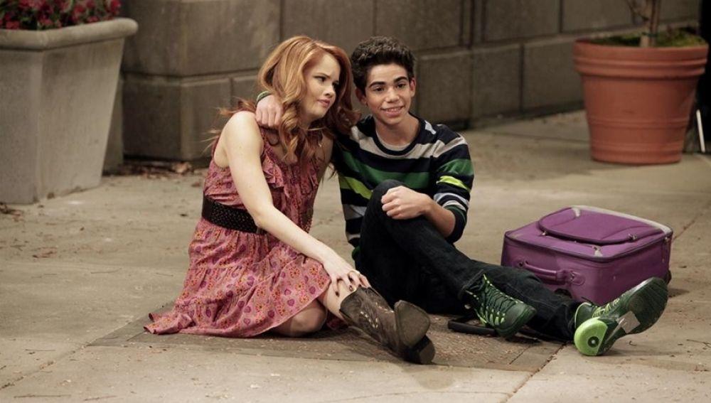 Debby Ryan y Cameron Boyce en 'Jessie'
