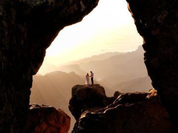 Un fotógrafo busca a la pareja de novios