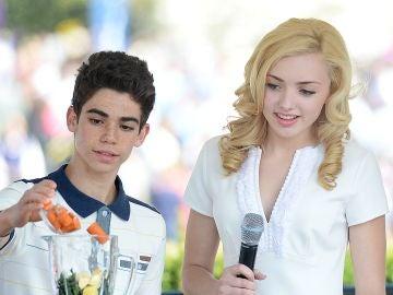 Cameron Boyce y Peyton List, compañeros en la serie de Disney Channel 'Jessie'
