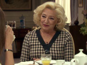Ascensión le cuenta a Mónica que Ana ha salido de la cárcel