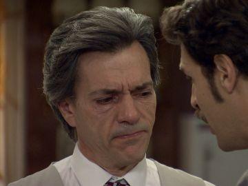 Carlos convence a Domingo para testificar que Gabriel se suicidó