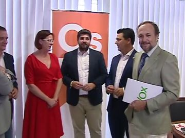 Los socialistas a punto de gobernar en Canarias y de mantener Asturias