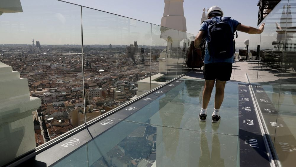 Vista de la pasarela entre los edificios del hotel Riu Plaza de España