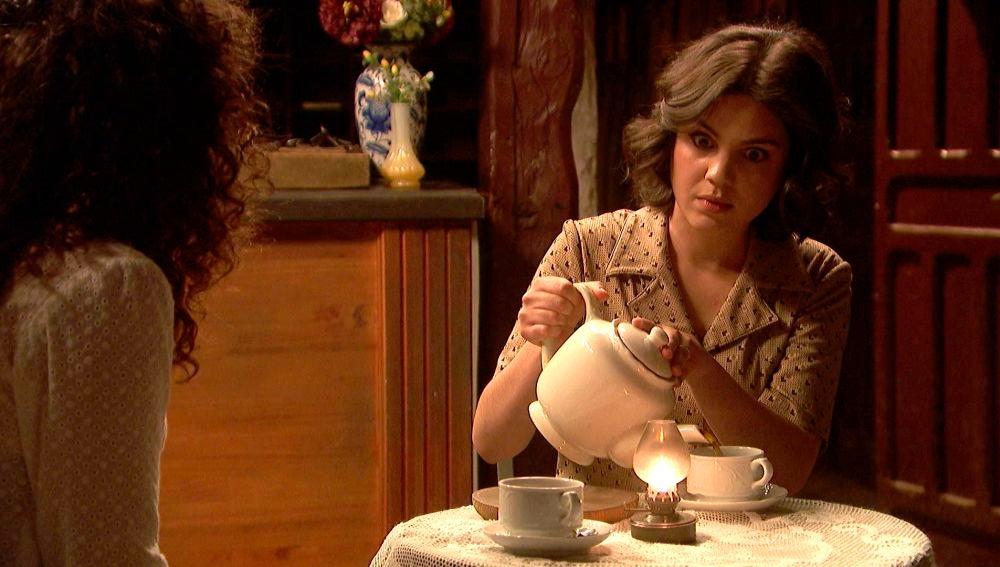 'El secreto de Puente Viejo':   Lola le pide a Marcela que le confirme a Prudencio los rumores sobre ella
