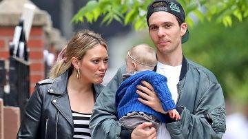Hilary Duff y Matthew Koma junto a su hija