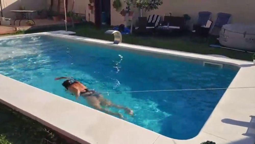 La creativa solución de una familia sevillana para 'solucionar' el tamaño pequeño de su piscina