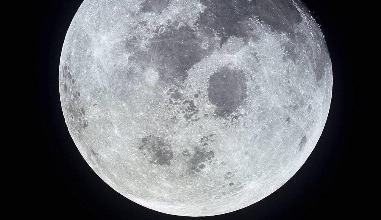 Los cráteres lunares son consecuencia de choques de meteoritos