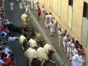 Así ha sido la única cogida del sexto encierro de San Fermín