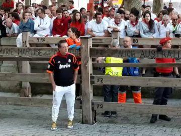 El actor Daniel Baldwin corre en el encierro de Pamplona como promesa a su amigo Patrick Michael Raynor