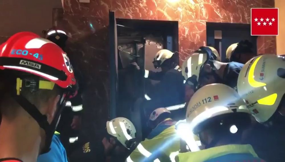 Un joven resulta herido tras descolgarse un ascensor cuatro plantas abajo en Alcorcón (Madrid)