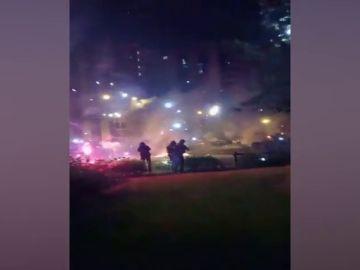 Agreden con fuegos artificiales a bomberos y policías de París antes de la celebración del Día de la Bastilla