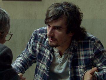 Jon recibe una paliza en la cárcel