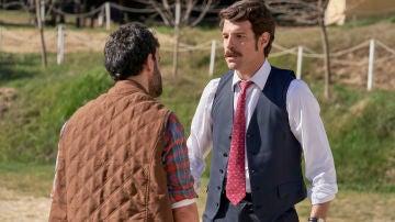 Carlos y Diego se enredan en una violenta pelea por Mónica