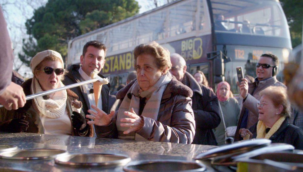 La curiosa técnica de los heladeros de Estambul sorprende a los viajeros