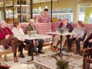 La primera toma de contacto de los seis viajeros de 'Por el mundo a los 80'… ¡y su primer encuentro con Arturo Valls!