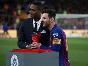 Patrick Kluivert junto a Lionel Messi
