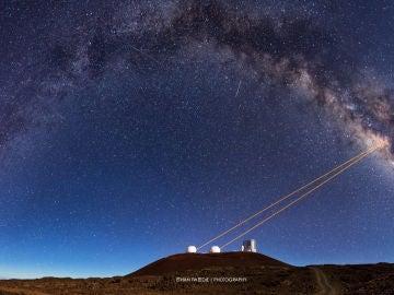 La orbita de una estrella alrededor de un agujero negro supermasivo da la razon a Einstein