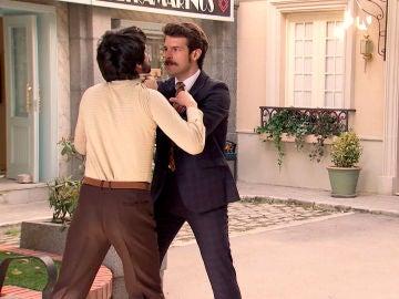 Carlos, fuera de sí, amenaza de muerte a Vicente
