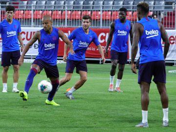 Los jugadores del Barcelona en un entrenamiento
