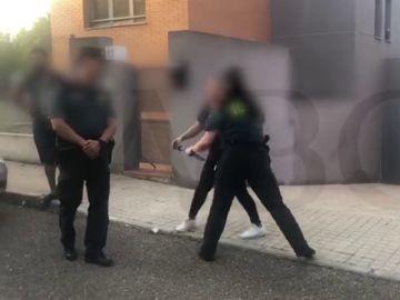 """Un grupo de okupas atemoriza a los vecinos de una urbanización de Toledo: """"Con tu cara me he quedado, guapa"""""""