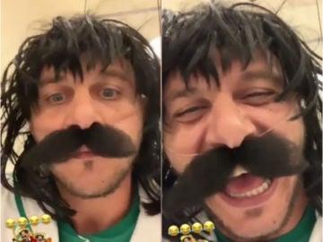 Joaquín se disfraza de mexicano